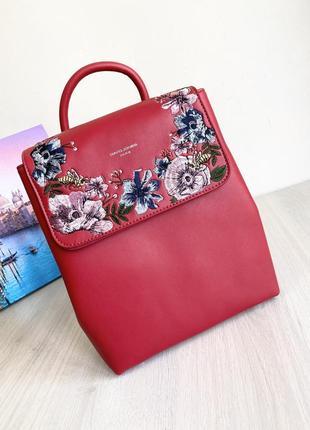 Яркий красный рюкзак с вышивкой