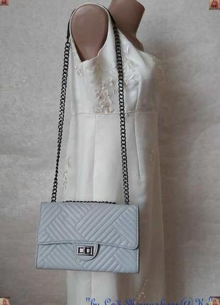 Новая мега стильная сумка в сером цвете на металической широкой цепочке