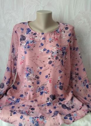 Нежная блуза с цветочным принтом