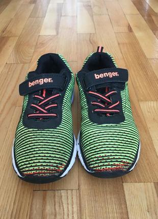 Стильні кросівки benger розмір 31 встилка 20,5 см.