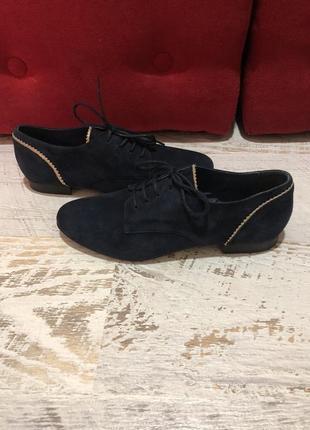 Новые натуральные фирменные туфли 39р.