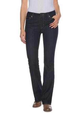 Размер l, классные слегка расклешенные джинсы от tommy hilfiger