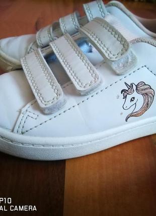 Кросівки біленькі