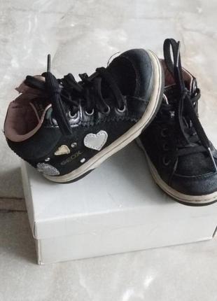 Натуральные замшевые весенние ботиночки geox на девочку