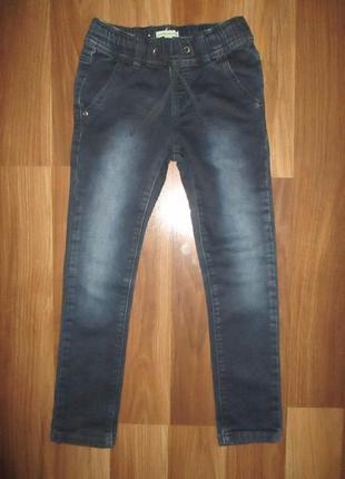 Хорошенькие узкие джинсики фирмы vertbaudet на 5 лет