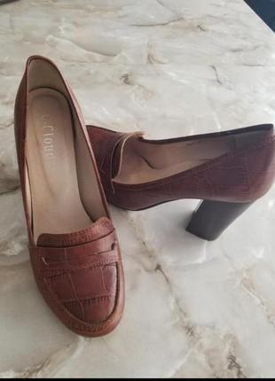 Натуральные кожанные женские туфли