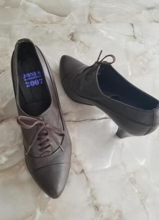 Натуральные кожаные весенние ботинки