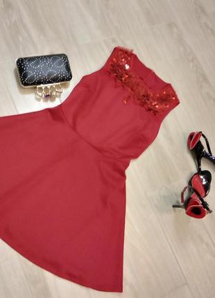 Платье алое