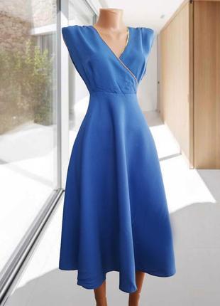 Красивое платье голубого небесного цвета