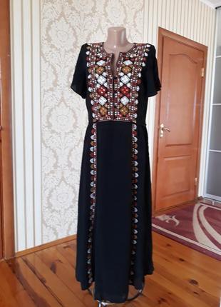Шикарное натуральное платье с вышивкой