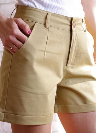 Бежевые классические шорты коттон