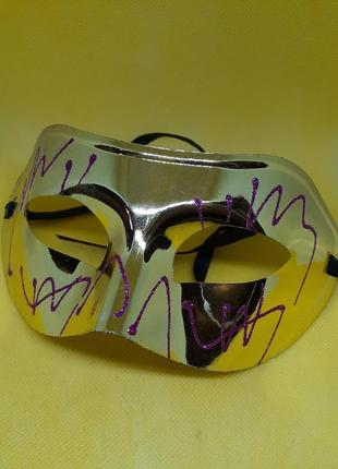 Маска театральная карнавальная пластиковая новогодняя золотая