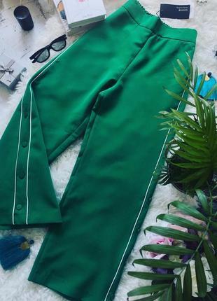 Зеленные брюки палаццо от фирмы stradivarius