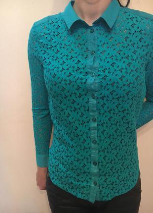 Нарядная блуза из ажурной ткани