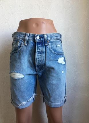 Стильны джинсовые голубые шорты levi's 501 с потертостями и дырками оригинал