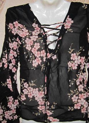 Блузка с шнуровкой на спинке