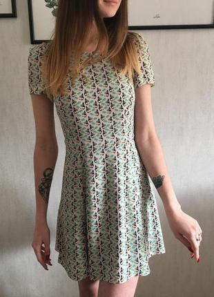 Платье в тропический принт zara ( xs )