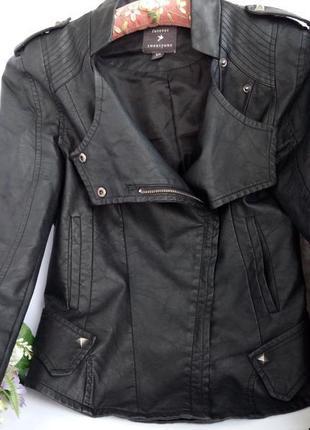 Приталенная куртка косуха, с баской , эко кожа курточка