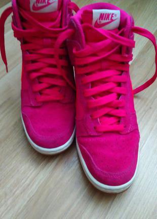 Сникерсы розового цвета nike