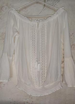 Нежная блуза с вышивкой в стиле бохо, открытые плечи amisu