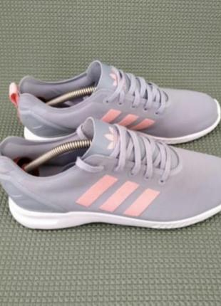 Оригинальне кроссовки adidas
