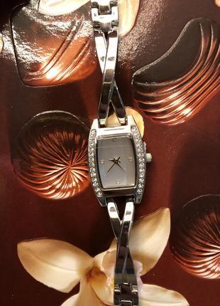 Часы немецкие со стразами маленькими