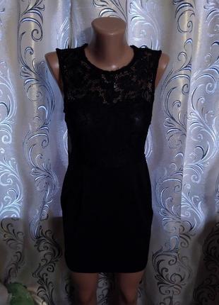 Невероятно красивое платье с кружевом agenda