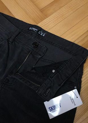 Skinny джинси у темно-сірому кольорі terranova
