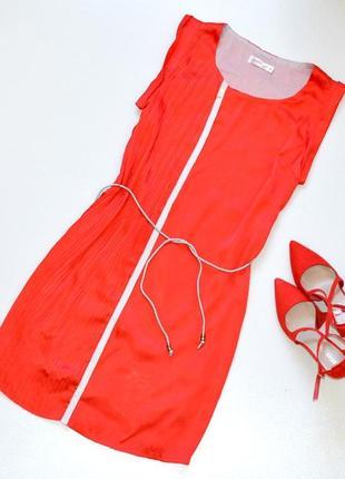 Стильное платье  красного цвета,прямой фасон,платье с поясом sophiline paris