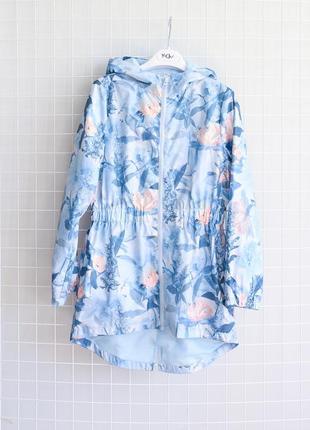 Блакитний дощовик у ніжні квіти