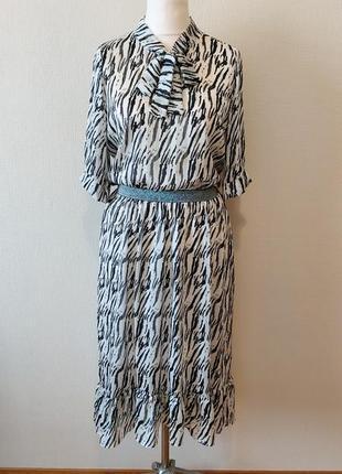 Мега крутое платье в модный принт