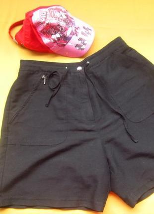 Женские шорты насыщенного чёрного цвета,отличное состояние