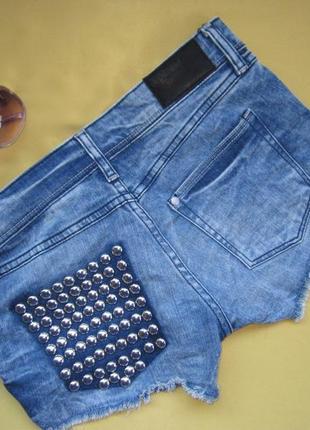 Стильные классные шорты в заклёпках на кармане,р.36,h&m,пакистан,отличное состояние