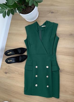 Стильное зелёное платье