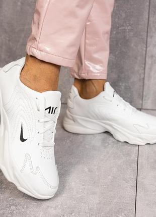 Белые кожаные кроссовки женские