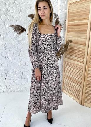 Шикарное длинное платье с необычными рукавами