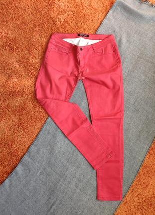 Красные джинсы стрейч