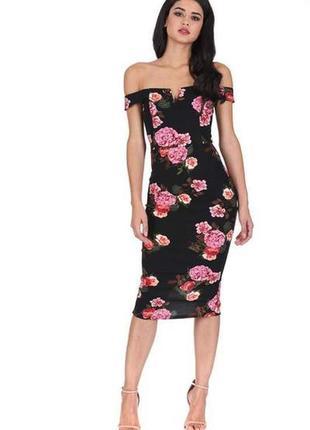 Ax paris платье чёрное в цветочный принт миди по фигуре открыты плечи