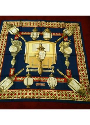 Культовый синий с золотистым шелковый платок 'feux de route' от hermès vintage.