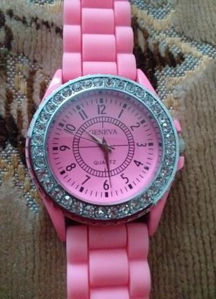 Часы на силиконовом браслете