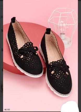 Черные туфли балетки с бантиком перфорацией летние