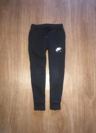 Джоггеры, спортивные штаны nike air max, оригинал,указано 6-7 лет