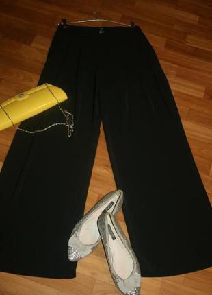 Элегантные черные шелковые струящиеся брюки-палаццо
