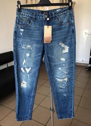 Рвані джинси від vero moda.