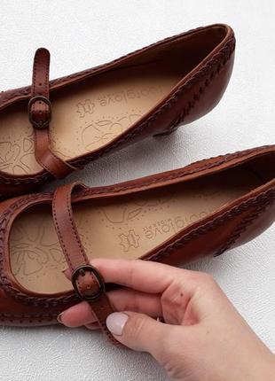 Кожаные туфли на небольшом каблуке кожа 100% туфельки стелька 24.5 см