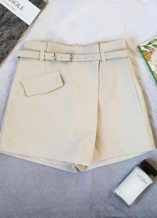 Шорты-юбка из микровельвета на подкладке с ремешком