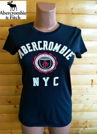 Базовая синяя футболка  с принтом популярного американского бренда abercrombie & fitch