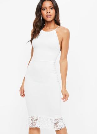 Роскошное белое платье миди по фигуре с перекрестной спинкой и кружевом missguided ms765