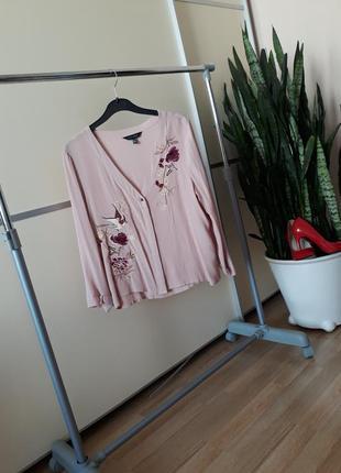 Блуза с вышивкой 1+1=3