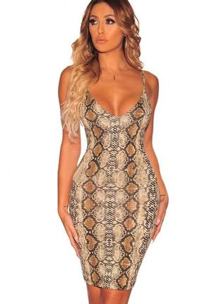 Платье в змеиный принт missguided